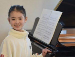 女の子とピアノ