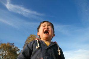 号泣する子供