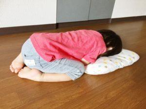 ふて寝する子供