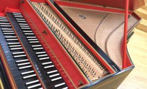 赤グランドピアノ