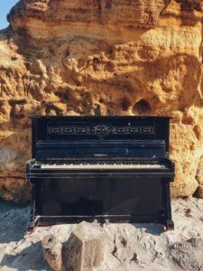 崖の上のピアノ